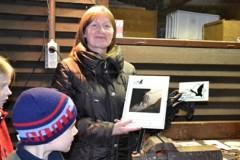 Zástupkyně SVD Hodonínská 53 a 55 s plaketou Náš soused je netopýr.